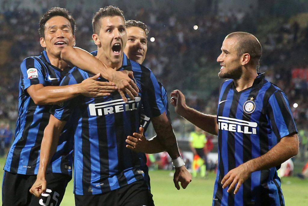 Inter's Stevan Jovetic (C) jubilates with his teammates after scoring the goal during the Italian Serie A soccer match Carpi FC vs Inter FC at Alberto Braglia stadium in Modena, Italy, 30 August 2015.ANSA/SERENA CAMPANINI