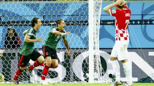 Mexico's Andres Guardado (L) celebrates with his teammate Javier Hernandez after scoring a goal against Croatia during their 2014 World Cup Group A soccer match at the Pernambuco arena in Recife June 23, 2014. REUTERS/Eddie Keogh (BRAZIL - Tags: SOCCER SPORT WORLD CUP)
