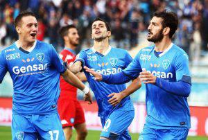 epa04928593 Empoli's midfielder Riccardo Saponara (R) celebrates after scoring the 1-1 goal during the Italian Serie A soccer match between Empoli FC and SSC Napoli at Carlo Castellani Stadium in Empoli, Italy, 13 September 2015. EPA/FABIO MUZZI