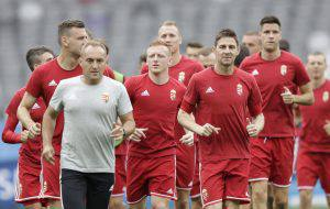 Hungary's soccer team players run during training session at the Stadium municipal in Toulouse, France, Saturday, June 25, 2016. Hungary will face Belgium in Euro 2016 round of 16 soccer match on Sunday, June 26 in Toulouse. (AP Photo/Ariel Schalit)