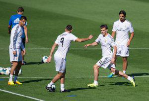 MADRID, SPAIN - SEPTEMBER 13: Real Madrid's Gareth Bale (2.R) challenges Karim Benzema (#9) while Cristiano Ronaldo (L) and Sami Khedira (#6) look on during a team training session on September 13, 2013 in Madrid, Spain. (Photo by Denis Doyle/Getty Images)