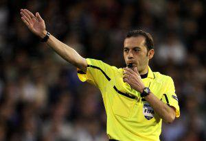 LONDON, ENGLAND - APRIL 29: Referee Cuneyt Cakir makes a decision during the UEFA Europa League Semi-Final 2nd leg match between Fulham and Hamburger SV at Craven Cottage on April 29, 2010 in London, England. (Photo by Phil Cole/Getty Images)