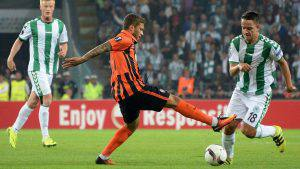 Shakhtar Donetsk's Brazilian midfielder Marlos (C) vies for the ball with Konyaspor's Bosnian midfielder Amir Hadziahmetovic (R) during the Europa league group H football match between Konyaspor and Shakhtar Donetsk at Konya Arena stadium in Konya on September 15, 2016a. / AFP / STRINGER (Photo credit should read STRINGER/AFP/Getty Images)