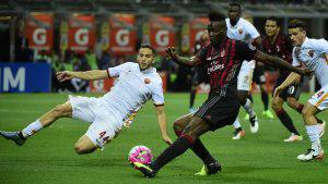 Roma's defender from Greece Kostas Manolas (L) fights for the ball with AC Milan's forward from Italy's Mario Balotelli during the Italian Serie A football match AC Milan vs AS Roma on May 14, 2016 at the San Siro Stadium stadium in Milan. / AFP / OLIVIER MORIN (Photo credit should read OLIVIER MORIN/AFP/Getty Images)