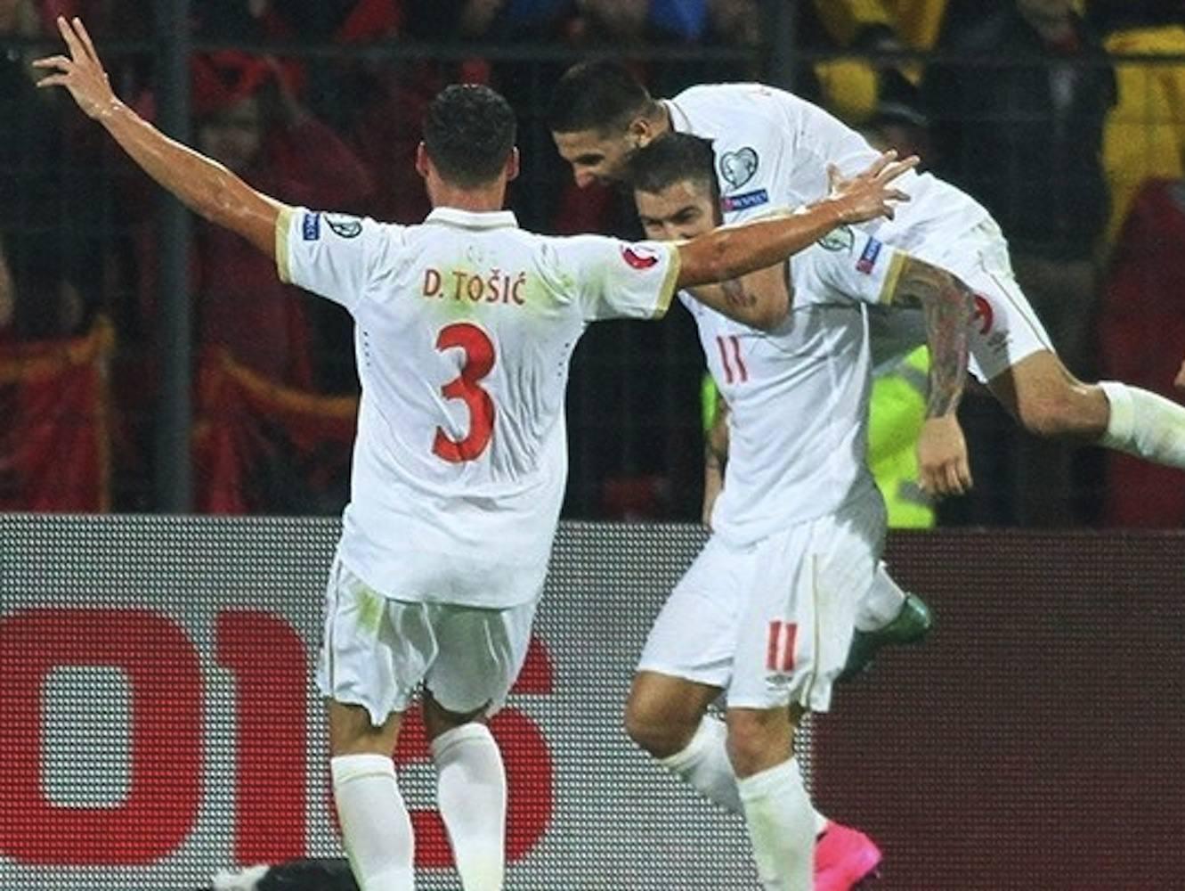 Tosic gol attıktan sonra onlarca Arnavutluk'un önünde yaptığı Çetnik selamı